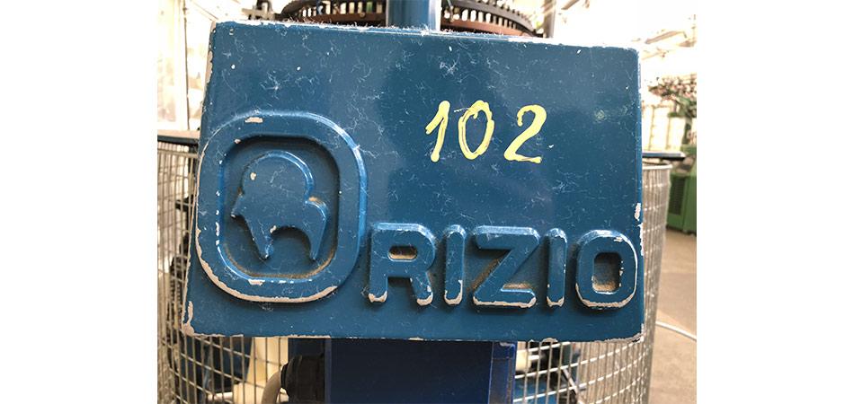 détail sur machine dans l'usine Petit Bateau de Troyes